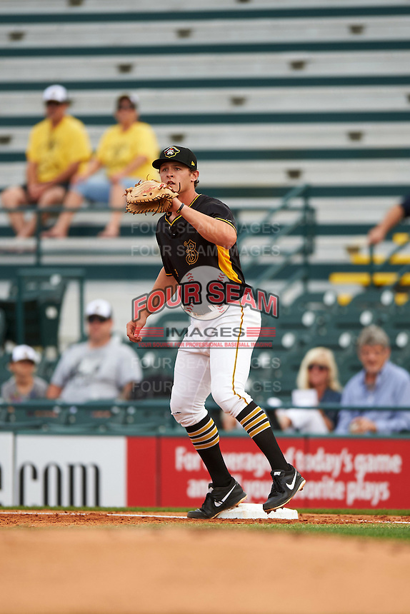 Bradenton Marauders first baseman Jerrick Suiter (25) during a game against the Lakeland Flying Tigers on April 16, 2016 at McKechnie Field in Bradenton, Florida.  Lakeland defeated Bradenton 7-4.  (Mike Janes/Four Seam Images)