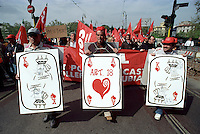 Manifestazione in occasione dello sciopero generale indetto CGIL, CISL e UIL contro l'abolizione dell'Articolo 18 dello Statuto dei lavoratori, a Roma, 16 aprile 2002.<br /> Demonstrators attend a protest on the occasion of the general strike summoned by the Italian union CGIL, CISL and UIL against the government's abolition of the Article 18 of the 1970s Workers Statute, which protects employees from unfair dismissal, in Rome, 16 April 2002.<br /> © Riccardo De Luca