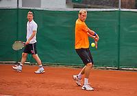 Austria, Kitzbuhel, Juli 14, 2015, Tennis, Davis Cup, Training Dutch team, Thiemo de Bakker with in the background captain Jan Siemerink<br /> Photo: Tennisimages/Henk Koster