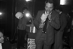 """CARLO VERDONE<br /> FESTA BABETTE CALLARA'  AL """"LA CAGE AUX FOLLES"""" ROMA 1981"""