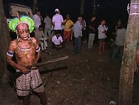 Õndio KaiapÛ vigia os pescadores feitos refÈns durante pescaria no sul do Par· Brasil dentro de sua reserva.<br /> Foto Raimundo PacÛ/O Liberal/Interfoto<br /> 03/08/2000
