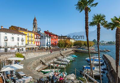 Switzerland, Ticino, Ascona at Lago Maggiore: seaside restaurant 'Sea Lounge' and small boat harbour   Schweiz, Tessin, Ascona am Lago Maggiore: die 'Sea Lounge' am kleinen Bootshafen