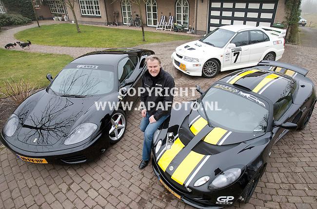 Wiessel, 040311<br /> Erik Kallenberg tussen zijn sportauto's.<br /> Foto: Sjef Prins - APA Foto