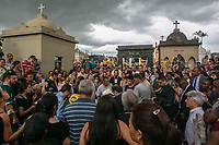 SÃO PAULO, SP, 14.03.2019: CRIME ESCOLAR EM SUZANO -SP- Amigos e familiares participam do enterro do Samuel uma das vitimas do crime da Escola Raul Brasil, o enterro foi no cemitério São Sebastião em Suzano, nesta quinta-feira (14). (Foto: Marivaldo Oliveira/Código19)