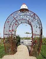ALmere Poort- Poort naar het Labyrint en de moestuin.