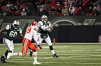 Quarterback Kellen Clemens (Jets) wirft einen Pass<br /> New York Jets vs. Kansas City Chiefs<br /> *** Local Caption *** Foto ist honorarpflichtig! zzgl. gesetzl. MwSt. Auf Anfrage in hoeherer Qualitaet/Aufloesung. Belegexemplar an: Marc Schueler, Am Ziegelfalltor 4, 64625 Bensheim, Tel. +49 (0) 6251 86 96 134, www.gameday-mediaservices.de. Email: marc.schueler@gameday-mediaservices.de, Bankverbindung: Volksbank Bergstrasse, Kto.: 151297, BLZ: 50960101