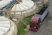 DEUTSCHLAND, Hamburg Wasser, Klärwerk Köhlbrandhöft, Klärbecken, VERA, Anlage zur Klärschlammverbrennung, Anlieferung Klärschlamm
