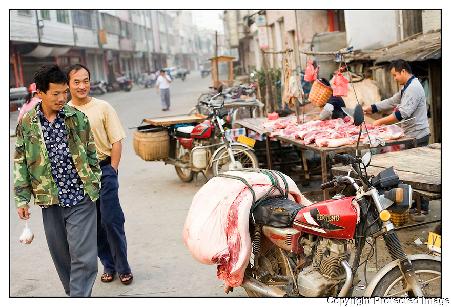 Chine<br /> Sur la route de Xingping, Stand de boucher.