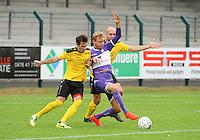 Sporting West Harelbeke - SCT Menen :<br /> Valentin Romont (M) sterker op de bal dan Rob Claeys (L) en Dimitri Geldhof (R)<br /> <br /> Foto VDB / Bart Vandenbroucke