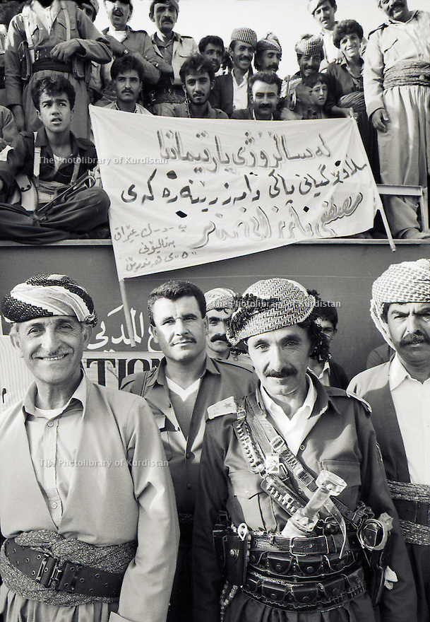 Irak 1991  Fete du 45 eme anniversaire du PDK avec a gauche Hamid Effendi    Iraq 1991 Celebration of the 45th anniversary of KDP, left, Hamid Effendi, chief of peshmergas