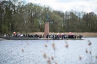 Mehrere hundert Menschen kamen zur Feierlichkeit anlaesslich des 71. Jahrestages der Befreiung des Frauen-Konzentrationslagers Ravensbrueck, unter ihnen auch der stellv. Außenminister Griechenlands, Nikos Xydakis. <br /> Von den ueber 120.000 Frauen und 20.000 Maennern, die im Nationalsozialismus in dem Konzentrationslager inhaftiert waren leben 71 Jahre nach der Befreiung durch die Rote Armee nur noch 160. Ueberlebenden aus Frankreich, Norwegen, Polen, Spanien, Slovakei und Italien nahmen an der Veranstaltung teil.<br /> Im Anschluss an die offiziellen Reden wurden Kraenze am Mahnmal am Schwedter See niedergelegt und Blumen in den See geworfen. Waehrend der NS-Zeit wurde die Asche der ermordeten in den See gekippt.<br /> Im Bild: Polinische Nonnen und Nationalisten gedenken mit Nationalfahnen der ermordeten Polinnen.<br /> 17.4.2016, Ravensbrueck/Brandenburg<br /> Copyright: Christian-Ditsch.de<br /> [Inhaltsveraendernde Manipulation des Fotos nur nach ausdruecklicher Genehmigung des Fotografen. Vereinbarungen ueber Abtretung von Persoenlichkeitsrechten/Model Release der abgebildeten Person/Personen liegen nicht vor. NO MODEL RELEASE! Nur fuer Redaktionelle Zwecke. Don't publish without copyright Christian-Ditsch.de, Veroeffentlichung nur mit Fotografennennung, sowie gegen Honorar, MwSt. und Beleg. Konto: I N G - D i B a, IBAN DE58500105175400192269, BIC INGDDEFFXXX, Kontakt: post@christian-ditsch.de<br /> Bei der Bearbeitung der Dateiinformationen darf die Urheberkennzeichnung in den EXIF- und  IPTC-Daten nicht entfernt werden, diese sind in digitalen Medien nach §95c UrhG rechtlich geschuetzt. Der Urhebervermerk wird gemaess §13 UrhG verlangt.]