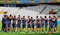 BELO HORIZONTE - BRASIL -13-06-2014. Jugadores de la selección de fútbol de Colombia durante su entrenamiento previo al primer partido del Grupo C ante Grecia como parte de la Copa Mundial de la FIFA Brasil 2014 en el estadio Mineirao de Belo Horizonte./ Players of Colombia National Soccer Team during the training prior of the first match against Grece as part of the 2014 FIFA World Cup Brazil at Mineirao satdium in Belo Horizonte Photo: VizzorImage / Alfredo Gutiérrez / Contribuidor
