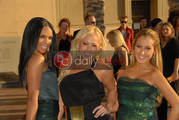 Cheetah Girls<br />at the 34th Annual American Music Awards. Shrine Auditorium, Los Angeles, CA. 11-21-06<br />Dave Edwards/DailyCeleb.com 818-249-4998