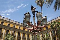 Spanien, Barcelona, Laterne von Antoni Gaudi an der Placa Reial