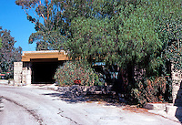 F.L. Wright: Freeman House, Los Angeles. Entrance on Glencoe.  Photo '78.