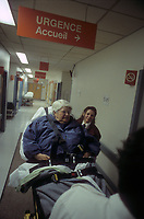 Hopital - Urgences - archives 2000<br /> <br /> PHOTO :  Agence Quebec Presse - Eric Barbeau