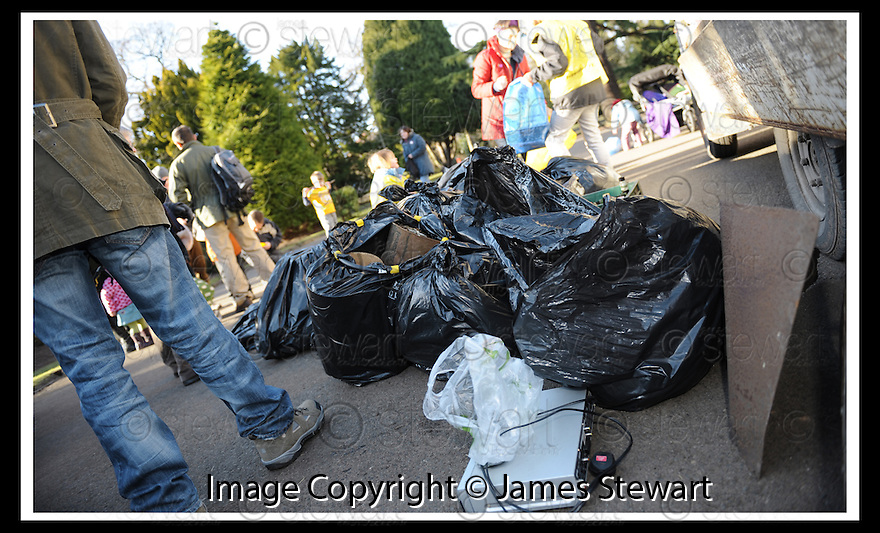 """01/02/2010  Copyright  Pic : James Stewart.23_dollar_park  .::  """" FRIENDS OF DOLLAR PARK """" LITTER PICK : SUNDAY 31ST JANUARY 2010 :: .James Stewart Photography 19 Carronlea Drive, Falkirk. FK2 8DN      Vat Reg No. 607 6932 25.Telephone      : +44 (0)1324 570291 .Mobile              : +44 (0)7721 416997.E-mail  :  jim@jspa.co.uk.If you require further information then contact Jim Stewart on any of the numbers above........."""