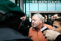Il manager ed imprenditore statunitense Thomas R. DiBenedetto lascia l'aeroporto di Fiumicino, Roma, 28 marzo 2011, dopo essere atterrato da Boston. DiBenedetto incontrera' a Roma i vertici di Unicredit per concludere l'accordo relativo all'acquisto dell'AS Roma da parte della cordata da lui guidata..U.S. manager Thomas R. DiBenedetto leaves Rome's Fiumicino airport, 28 march 2011, after disembarking from Boston. DiBenedetto, is leading a group in exclusive talks to buy the AS Roma soccer club. .UPDATE IMAGES PRESS/Riccardo De Luca
