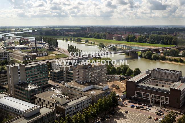 Arnhem, 200814<br /> Reportage Locaties Market Garden<br /> Foto: John Frost brug met eromheen het gebied wat na de bomberdamenten zwaar getroffen is. <br /> Foto: Sjef prins - APA Foto