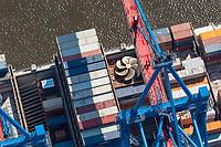 Containerverladung eines Schiffs im Hamburger Hafen mit Schiffsschraube als Ladung: EUROPA, DEUTSCHLAND, HAMBURG, (EUROPE, GERMANY), 21.05.2005 Containerverladung eines Schiffs im Hamburger Hafen mit Schiffsschraube als Ladung