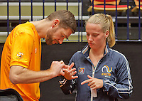 April 15, 2015, Netherlands, Den Bosch, Maaspoort, Fedcup Netherlands-Australia, Training session Dutch team, Fysio Edwin Visser trenst the vinger of Rachel Hogenkamp<br /> Photo: Tennisimages/Henk Koster