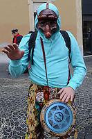Roma, 17 febbraio 2011 Manifestazione  Robin Hood tax 005. Tiro alla fune in piazza Montecitorio tra speculatori e società civile. Global day of action for financial transaction tax.Il battitore....