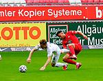 Denis LINSMAYER (SV Sandhausen), li - Anas BAKHAT (1. FC Kaiserslautern)<br /> <br />  beim Vorbereitungsspiel in der 3. Liga, 1. FC Kaiserslautern - SV Sandhausen.<br /> <br /> Foto © PIX-Sportfotos *** Foto ist honorarpflichtig! *** Auf Anfrage in hoeherer Qualitaet/Aufloesung. Belegexemplar erbeten. Veroeffentlichung ausschliesslich fuer journalistisch-publizistische Zwecke. For editorial use only. DFL regulations prohibit any use of photographs as image sequences and/or quasi-video.