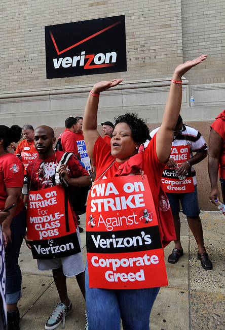 Striking Verizon employee Marquita Horton mans the picket line on the sidewalk around Verizon's Distric office and switching facility Monday, Aug. 8, 2011 in Philadelphia, Pa. (Bloomberg News/Bradley C Bower)