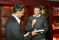 """20050120, Amsterdam, Presentatie eerste exemplaar ven het boek """"harde ballen"""" van Richard Krajicek"""