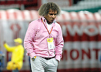 MANIZALES - COLOMBIA, 28-11-2015: Alberto Gamero técnico del Deportes Tolima gesticula durante partido de ida con Once Caldas de los cuadrangulares finales de la Liga Águila II 2015 jugado en el estadio Palogrande de la ciudad de Manizales./ Alberto Gamero coach of Deportes Tolima gestures during first leg match against Once Caldas of the finals quadrangular of the Aguila League II 2015 played at Palogrande stadium in Manizales city. Photo: VizzorImage / Santiago Osorio /