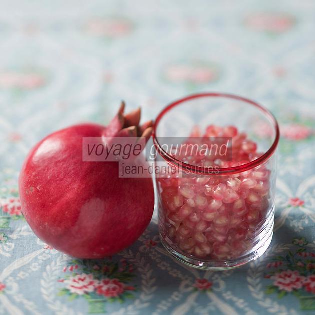 Gastronomie Générale/Grenade fruit comestible du grenadier:prunica  granatum - Stylisme : Valérie LHOMME