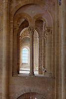 Europe/France/Midi-Pyrénées/12/Aveyron/Conques: Tribunes de l'Abbatiale Sainte-Foy de Conques. - vitraux de Pierre Soulages réalisés entre 1987 et 1994 en collaboration avec le verrier Jean-Dominique Fleury