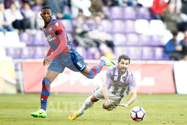Real Valladolid's Alex Lopez (r) and Levante UD's Jefferson Lerma during La Liga Second Division match. March 11,2017. (ALTERPHOTOS/Acero)
