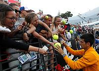 Il serbo Novak Djokovic firma autografi ai fans al termine della finale degli Internazionali d'Italia di tennis a Roma, 17 maggio 2015.<br /> Serbia's Novak Djokovic signs autographs to fans after winning the final of the italian Masters tennis in Rome, 17 May 2017.<br /> UPDATE IMAGES PRESS/Riccardo De Luca