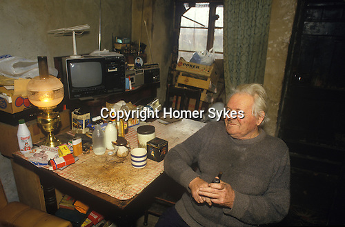 Great Tew Oxfordshire 1986. Local resident Frank Salt who lives n the Toll House.