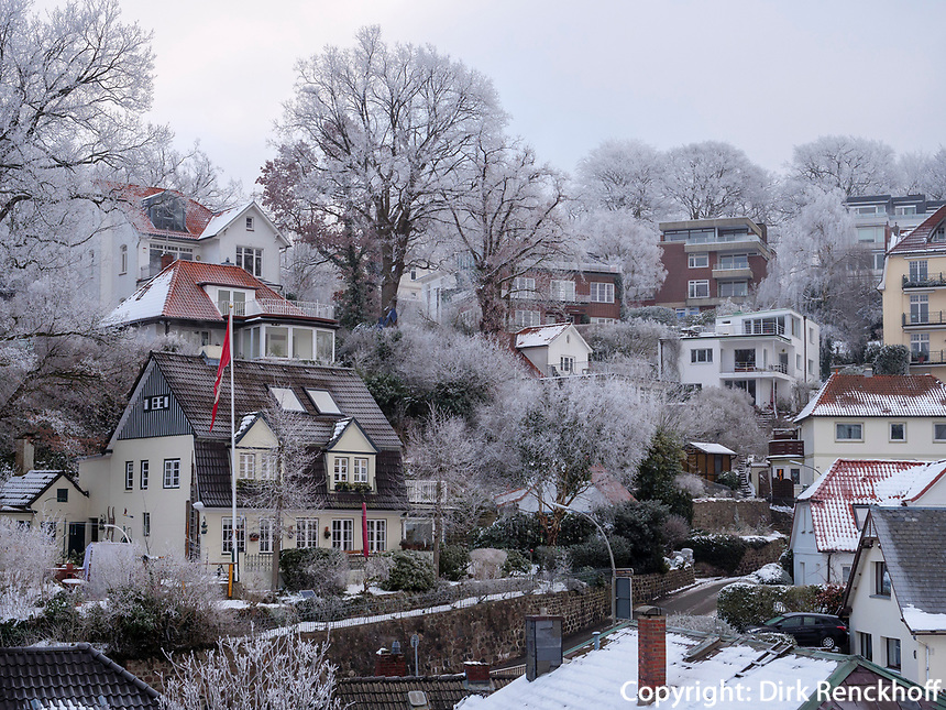 Morgenstimmung im verschneiten Treppenviertel in  Hamburg-Blankenese, Deutschland, Europa<br /> Daybreak in snow-covered Treppenviertel, Hamburg -Blankenese, Germany, Europe
