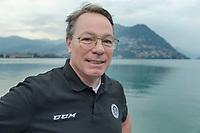 Switzerland. Canton Ticino. Lugano. Chris McSorley stands on a pier by Lake Lugano. He is the head coach of HC Lugano. Hockey Club Lugano, often abbreviated HC Lugano or HCL, is an ice hockey club based in Lugano.  9.09.21 © 2021 Didier Ruef