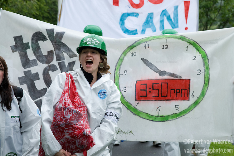 Climate activists at UN talks in Germany urge President Obama and world leaders to strengthen their commitment to fight global warming. Scientists worry that current U.S. proposals for the next international treaty fall short of what is needed to avert catastrophic climate change. Photo credit: Robert van Waarden / Spectral Q