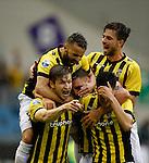 Nederland, Arnhem, 31 mei 2015<br /> Seizoen 2014-2015<br /> Play-offs voor voorronde Europa League<br /> Vitesse-SC Heerenveen (5-2)<br /> Spelers omhelzen Jan-Arie van der Heijden nadat hij een doelpunt heeft gemaakt. V.l.n.r.: Jan-Arie van der Heijden, Rochdi Achenteh,, Guram Kashia aanvoerder van Vitesse, Davy Propper en Kevin Diks
