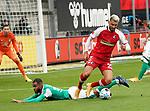 17.10.2020, Schwarzwald Stadion, Freiburg, GER, 1.FBL, SC Freiburg vs SV Werder Bremen<br /> <br /> im Bild / picture shows<br /> Jean Manuel Mbom (Bremen), Vincenzo Grifo (Freiburg)<br /> <br /> Foto © nordphoto / Bratic<br /> <br /> DFL REGULATIONS PROHIBIT ANY USE OF PHOTOGRAPHS AS IMAGE SEQUENCES AND/OR QUASI-VIDEO.