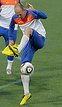 Netherlands' Arjen Robben plays with a ball during a soccer training session at the Athlone stadium in Cape Town July 5, 2010. REUTERS/Michael Kooren (SOUTH AFRICA) ...