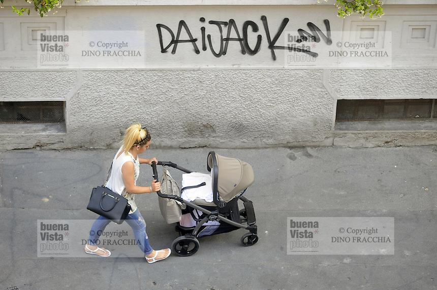 - Milano, donna e bambino<br /> <br /> - Milan, woman and child