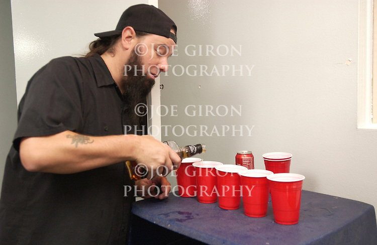Tongs gets some pre show shots ready.