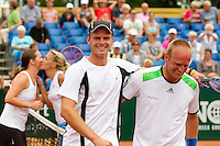 20-08-11, Tennis, Amstelveen, Nationale Tennis Kampioenschappen, NTK, Angelique van der Meet Bart de Gier (R) wordt gefeliciteerd door Arjan Pastoors op de achtergrond feliciteert Kim Kilsdonr (L) Olga Kalyuzhnaya