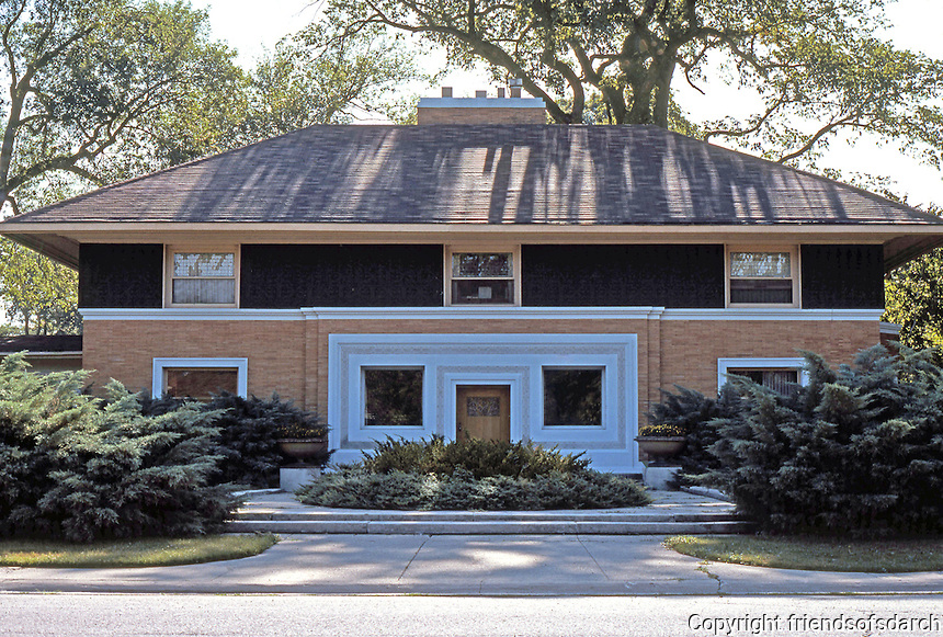 F.L. Wright: Winslow House, River Forest, 1893.  Photo '76.