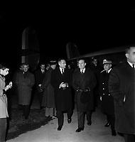 . Le 2 et 3 février 1962. Vue de Michel Debré, Louis Bazerque et le préfet Morin en visite sur un site extérieur