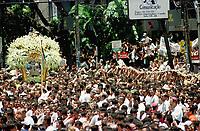 romesseiros acompanham o Círio de Nossa Senhora de Nazaré agarrados a corda durante a procissão. A romaria que ocorre a mais de 200 anos Belém tem estimativas que mais de 1.500.000 pessoas à acompanhem.<br />Belém-Pará-Brasil<br />08/10/2000<br />©Foto: Paulo Santos/Interfoto.