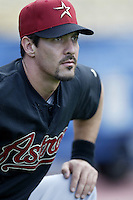 Alan Zinter of the Houston Astros before a 2002 MLB season game against the Los Angeles Dodgers at Dodger Stadium, in Los Angeles, California. (Larry Goren/Four Seam Images)