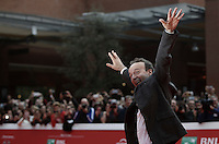 L'attore e regista Roberto Benigni posa sul red carpet prima di un incontro con il pubblico durante il Festival Internazionale del Film di Roma, 23 ottobre 2016.<br /> Italian actor and director Roberto Benigni poses on the red carpet before a meeting with fans during the international Rome Film Festival at Rome's Auditorium, 23 October 2016.<br /> UPDATE IMAGES PRESS/Isabella Bonotto