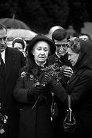 Obsèques de Vincent Auriol,le  3 Janvier 1966,Toulouse, FRANCE<br /> <br />  Vue de Madame Vincent Auriol au cimetière.<br /> <br /> AURIOL fut President de la France  du 16 JANVIER 1947 qu 16 JANVIER 1954, Ildecede le 1er JANVIER 1966
